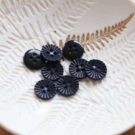 Lise Tailor - Daisy button